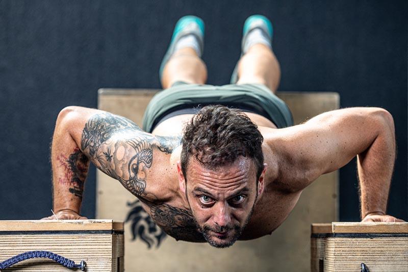 esercizio-uomo-pancia-piatta